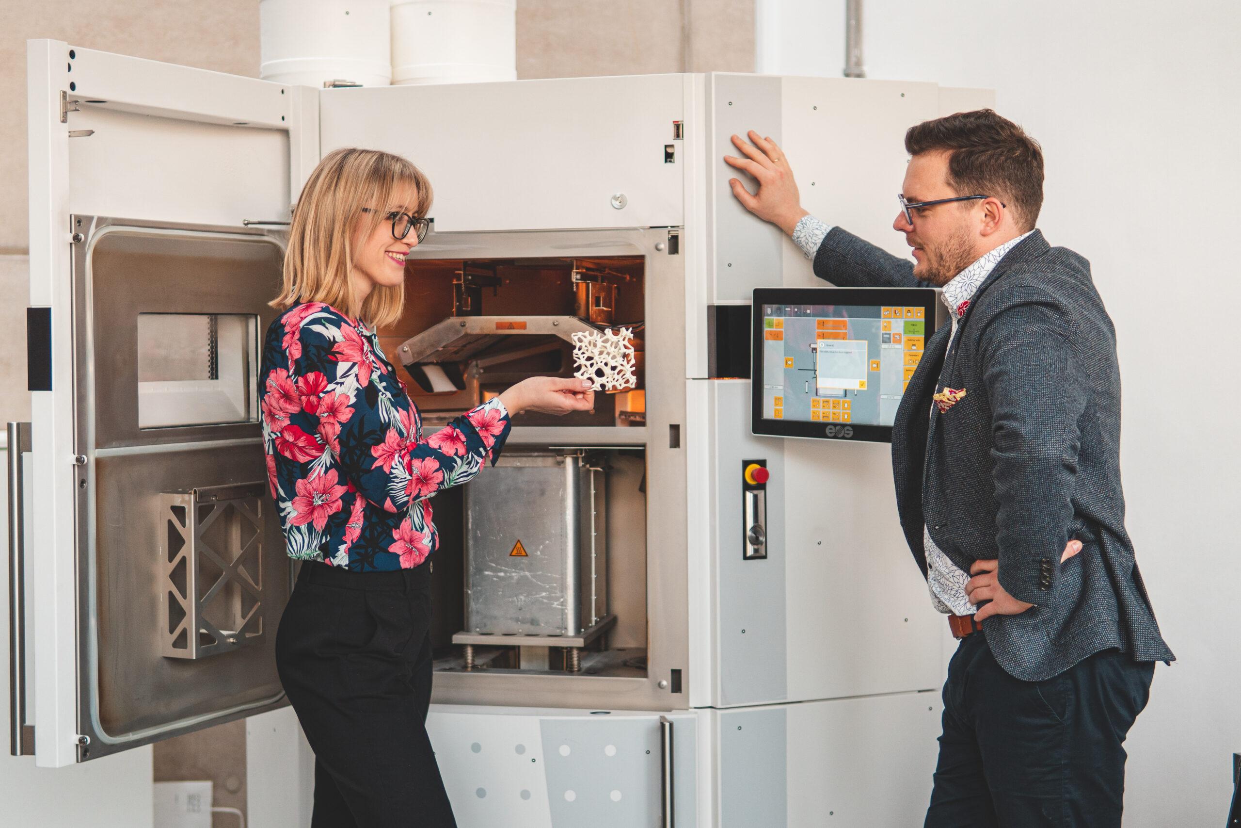pracownicy innovatree w laboratorium nowych technologii