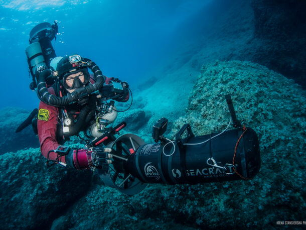 nurek pod wodą ze skuterem podwodnym seacraft