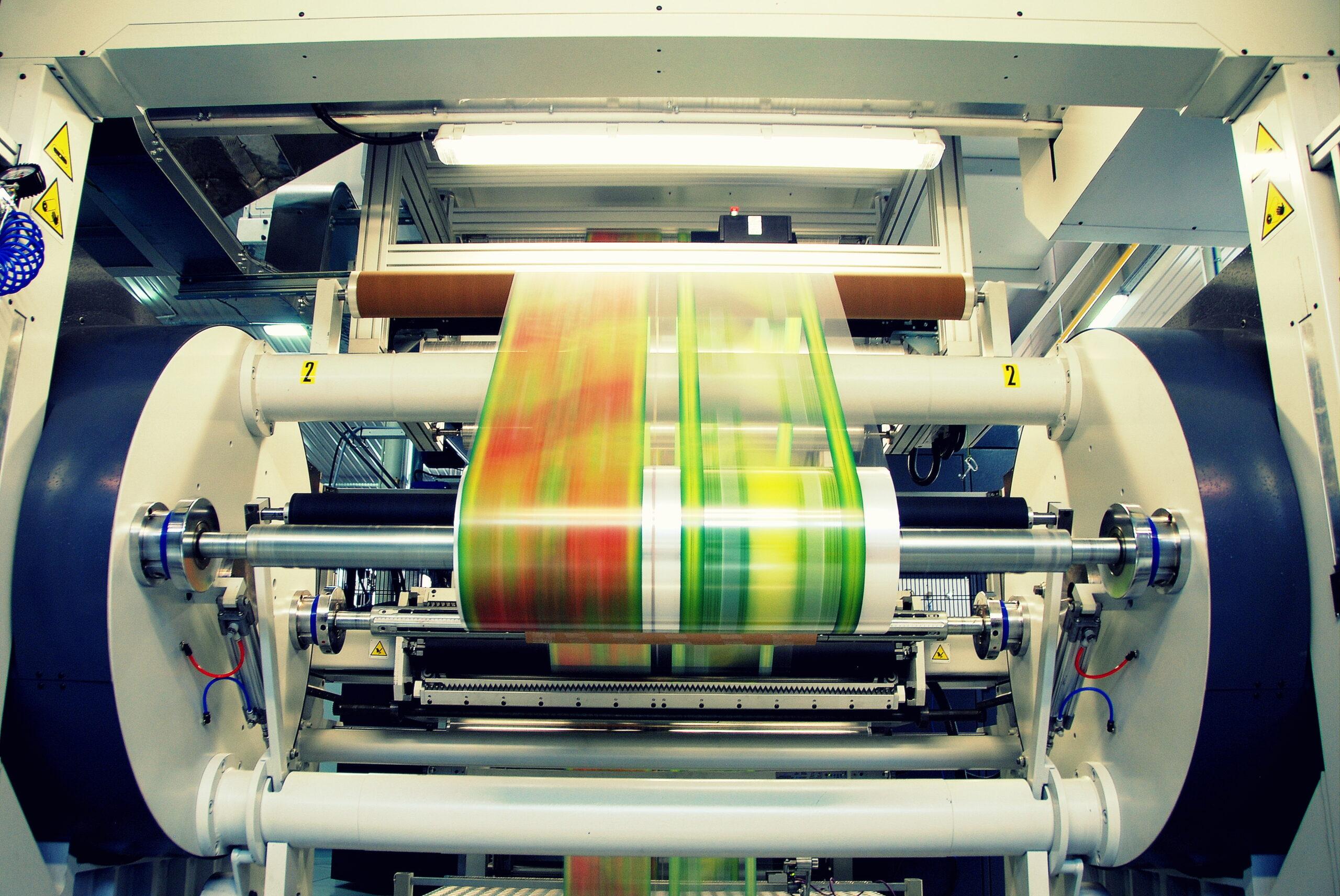 maszyna produkująca plastikowe opakowania